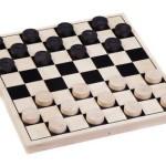 Знают взрослые и дети: шашки – лучшая игра на свете