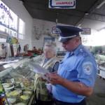 Продавщицы рыбы на Старом рынке убегают от ветеринарных инспекторов
