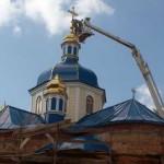 Установить кресты на куполах двух храмов помогли спасатели