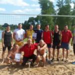 На пляже озера Сенненское районные власти обустроили песчаную площадку для пляжного волейбола. Первый турнир уже состоялся.